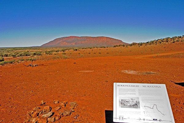 Viele halten den Ayers Rock oder Uluru für den größten Stein der Welt, aber der größte Monilith auf der Erde ist der Mt. Augusta im Burringurrah Nationalpark in Westaustralien.