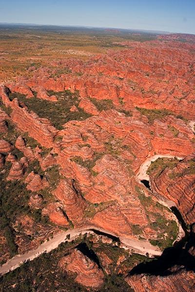 Der Purnululu-Nationalpark (Purnululu National Park) ist nur mit einem 4WD-Fahrzeug zu erreichen. Purnululu heißt in der Sprache der Aborigines 'Sandstein'. Seit 2003 ist Purnululu UNESCO-Weltnaturerbe. Die Felsenformation ist bekannter als Bungle Bungle und erinnert in ihrem Aussehen an Bienenkörbe. Foto: Ingo Paszkowsky