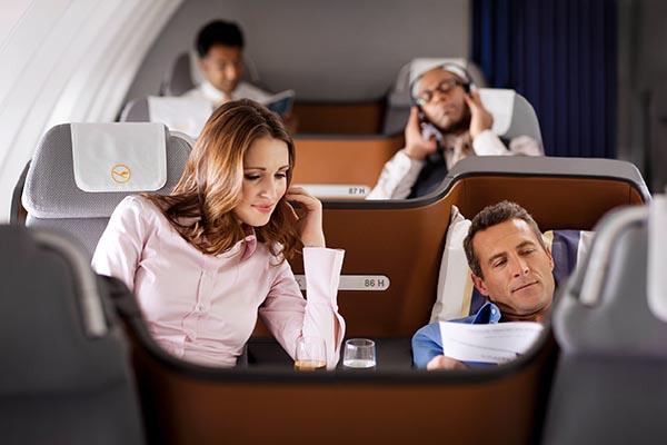 Business Class in der 747-8. Foto: Lufthansa/Jens Goerlich
