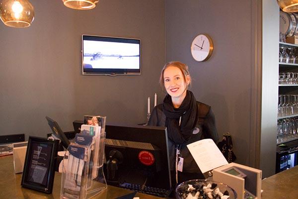 Managerin Maja Gustavsson kümmert sich um das Wohl der Gäste. Foto: Ingo Paszkowsky