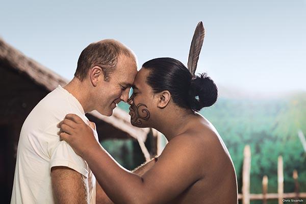Hongi ist die traditionelle Maori Begrüßung in Neuseeland. Foto: Tourism New Zealand