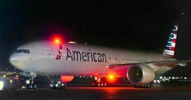 American Airlines 777-300ER mit neuem Aussehen.