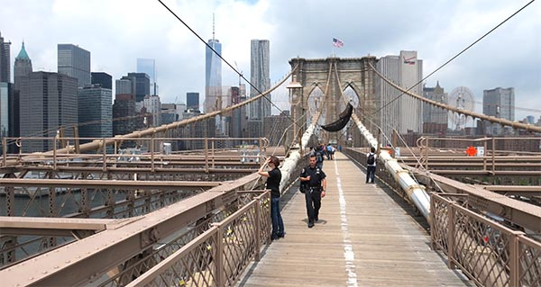 zu Fuß von Brooklyn nach Manhattan - die Brooklyn Bridge