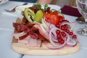 In Ungarns Küche gibt es nicht nur Gulasch und Paprika. Foto: Ingo Paszkowsky