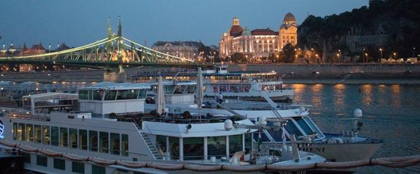 Budapest am Abend. Medizintourismus ist für Ungarn ein wichtiger Wirtschaftsfaktor. Foto: Ingo Paszkowsky
