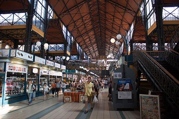 Beliebt bei einheimischen und Touristen ist die alte Markthalle. Foto: Ingo Paszkowsky