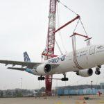 Spektakulärer Kran-Einsatz: Airbus Zero G am Haken