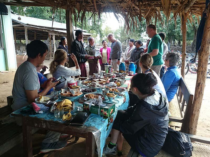 """Auf der Tour """"Best of Myanmar"""" erleben Reisende eine neue Form des ethischen Tourismus. Foto: Intrepid Travel"""