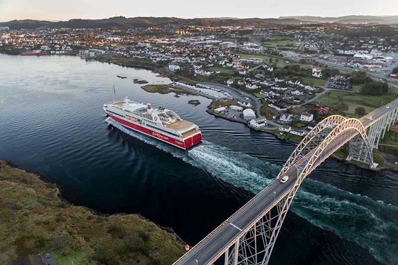 Die beiden Schiffe der Fjord Line AS sind die ersten und größten Kreuzfahrtfähren der Welt, die ausschließlich mit Flüssiggas angetrieben werden. Foto: Fjordline