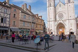 Die Stadt Chalon-sur-Saône verfügt über zahlreiche historische Gebäude. Foto: Ingo Paszkowsky
