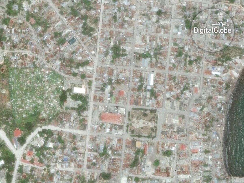 Jérémie ist ein Arrondissement und der Hauptort des Departements Grand'Anse im Südwesten Haitis. Viel hat Hurrikan Matthew von der Stadt nicht übrig gelassen. Hier aber eine Satellitenaufnahme vor dem Sturm vom 9. Juni 2013. Image Copyright 2016 DigitalGlobe Inc