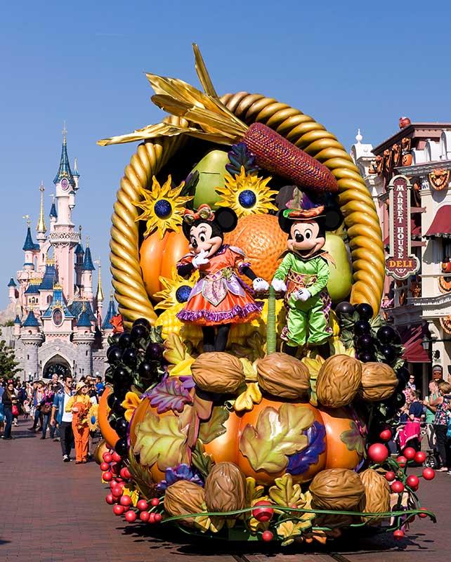 """Die herbstliche Parade """"Mickey's Halloween Celebration"""" ist ein Publikumsmagnet. Bild: DLP / Pascal Baudrier"""