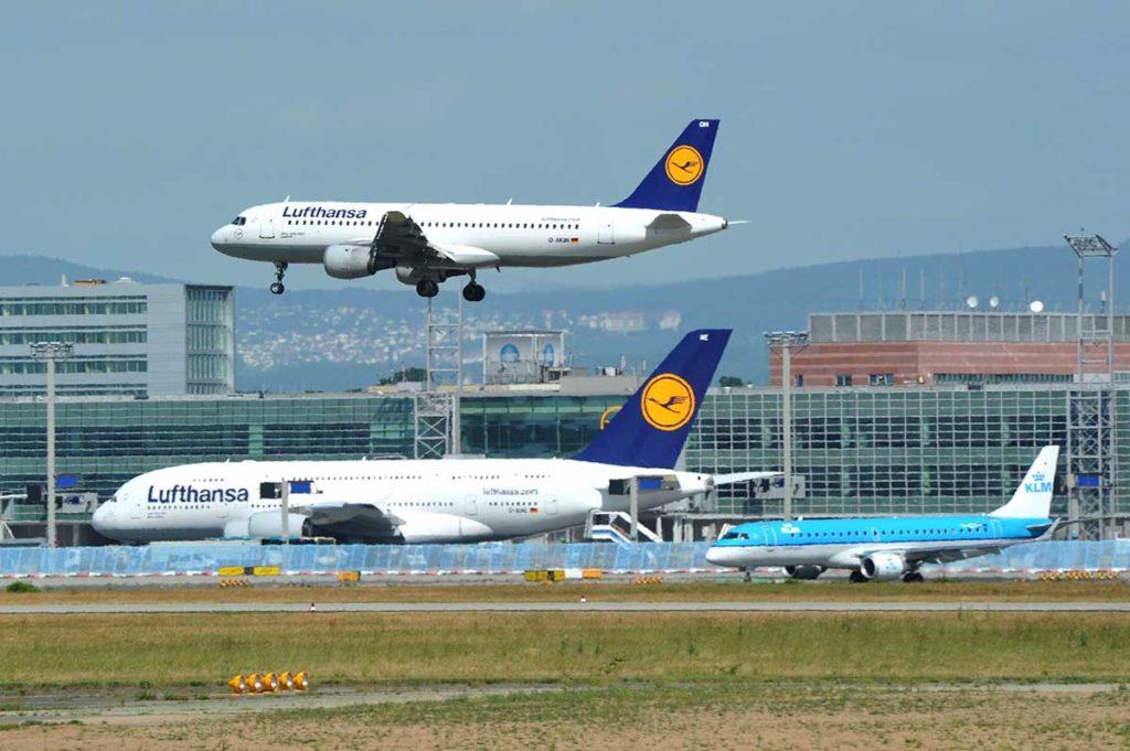 A380 und A320 der Lufthansa. Neben der Langstrecke verfügt nun bald auch die gesamte Kurz- und Mittelstrecke der Lufthansa-Gruppe über Internet-Zugang. Foto: Lufthansa