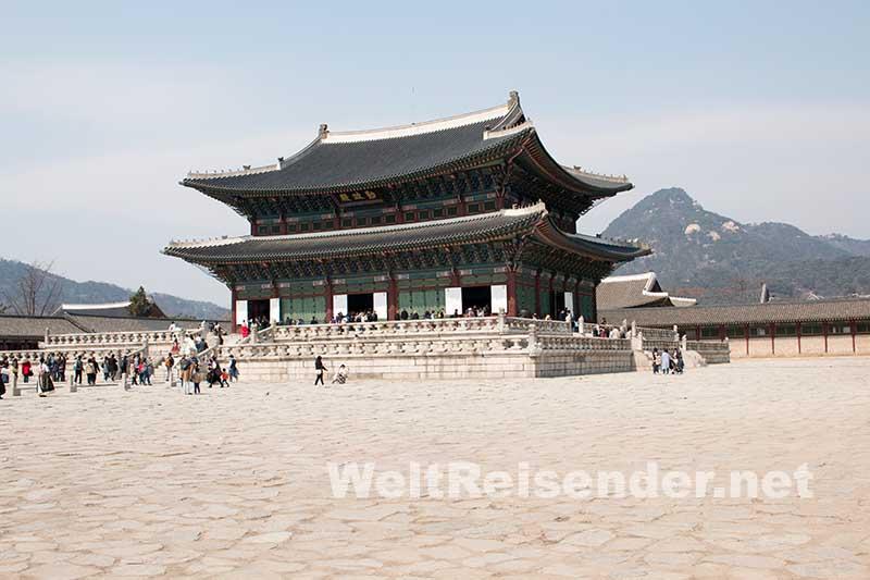 Besuchermagnet: Das Schloss Gyeongbokgung in Seoul. Foto: Ingo Paszkowsky