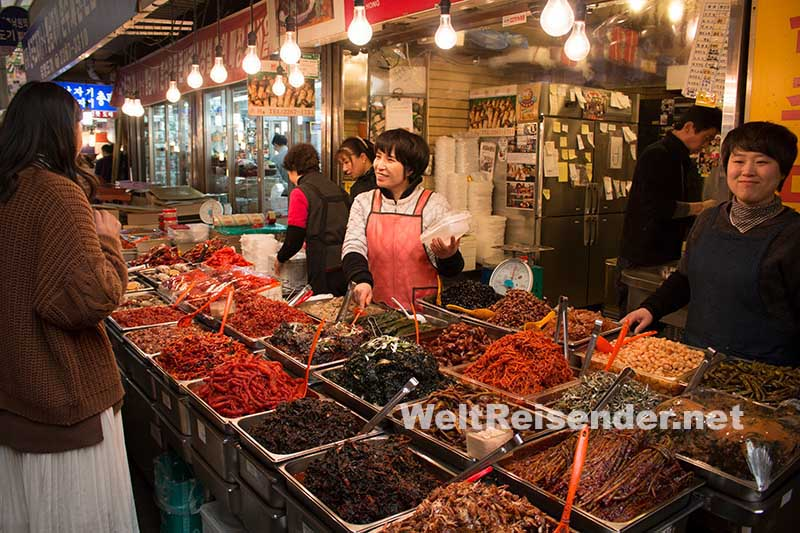 Köstlichkeiten im Gwangjang-Markt in Seoul. Foto: Ingo Paszkowsky