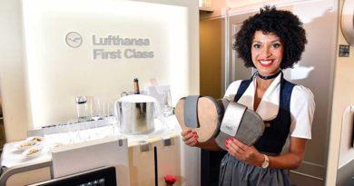 Take-off der Lufthansa-Trachtencrew zum Münchner Oktoberfest