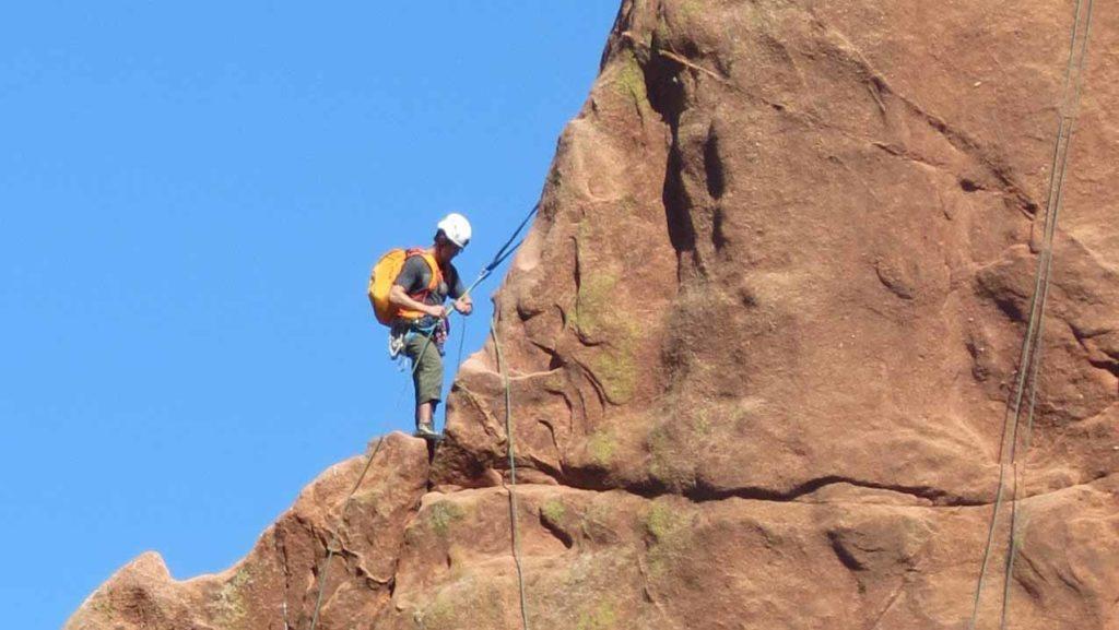 Für Kletterbegeisterte ist der Garten der Götter auch deshalb zu empfehlen, weil hier trotz des Schutzstatus der Felsen und der nicht ungefährlichen Sandsteinabbrüche, Teile für den Sport freigegeben sind. / Foto: WeltReisender.net / Stefanie Gendera