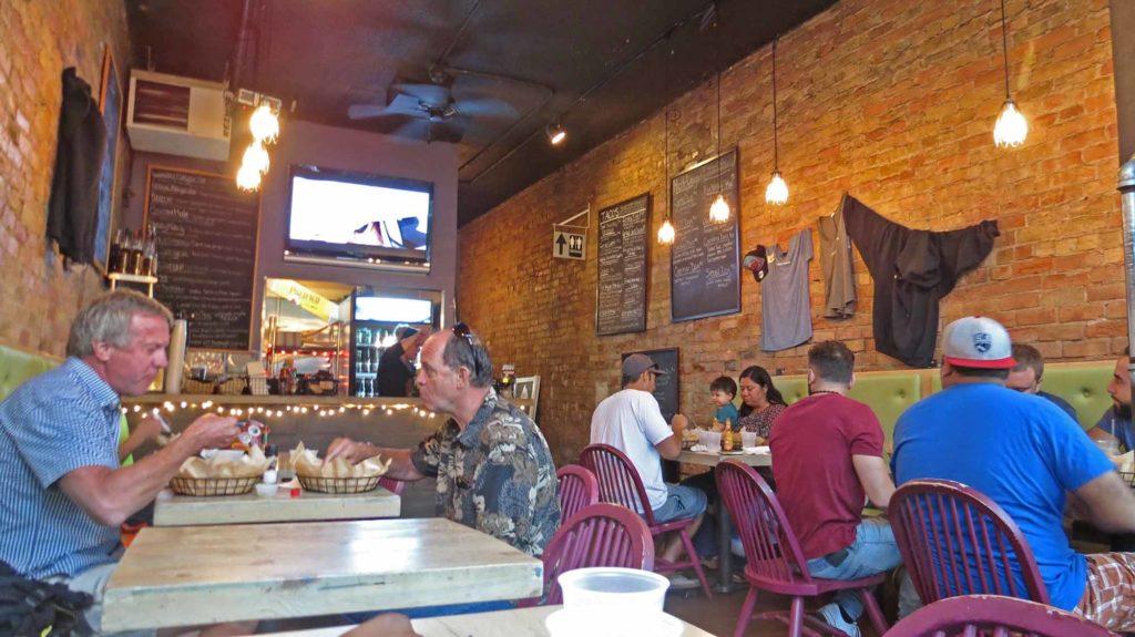 Ein absolut empfehlenswerter Restauranttipp für Glenwood Springs ist das Slope and Hatch. Platz 9 der 50 besten Taco-Restaurants in den USA, bewertet von der Onlineplattform Yelp und dem Fachmagazin Business Insider. / Foto: WeltReisender.net / Stefanie Gendera