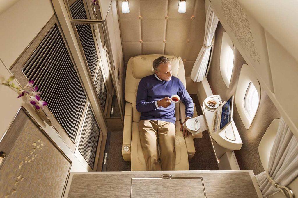 Entspannt reisen in der First Class von Emirates Boeing 777