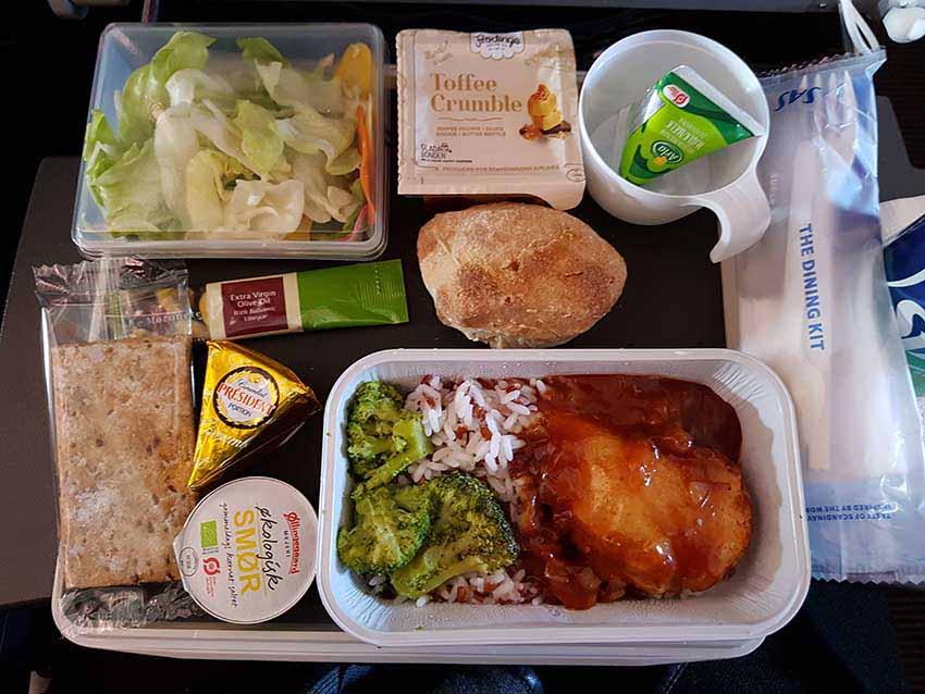 SAS-Flug SK925. Das Essen in der Economy. / Foto: WeltReisender.net / Stefanie Gendera