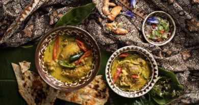 Thai Green Curry with Chicken and Plain Naan