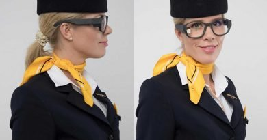 Für die Flugbegleiter verkürzt LYRA Connect die Laufwege und optimiert damit die Service-Abläufe. ©Telekom Fashion Fusion, 2017/18