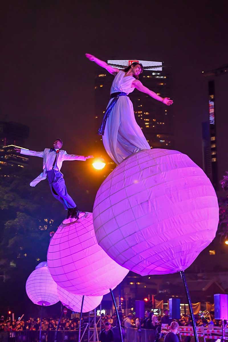"Die australische Künstlergruppe ""Strange Fruit"". Foto: Hong Kong Tourism Board / CAMBY SHUM PHOTOGRAPHY LIMITED"