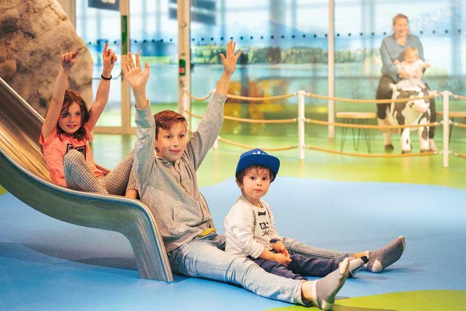 Neue Kinderspielfläche im Non-Schengen-Bereich von Terminal 2 am Münchner Flughafen. Der 110 Quadratmeter große Bereich befindet sich in Höhe des Gates H38. Foto: Flughafen München GmbH / Michael Berninger