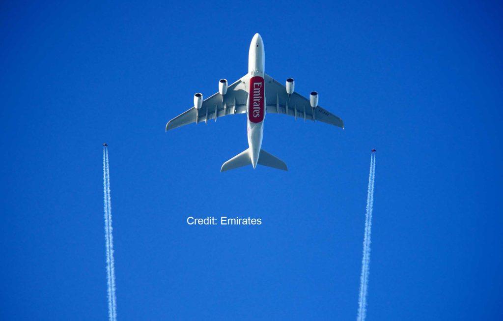 Emirates A380 in Flugformation mit Jetman-Duo. Foto: Emirates