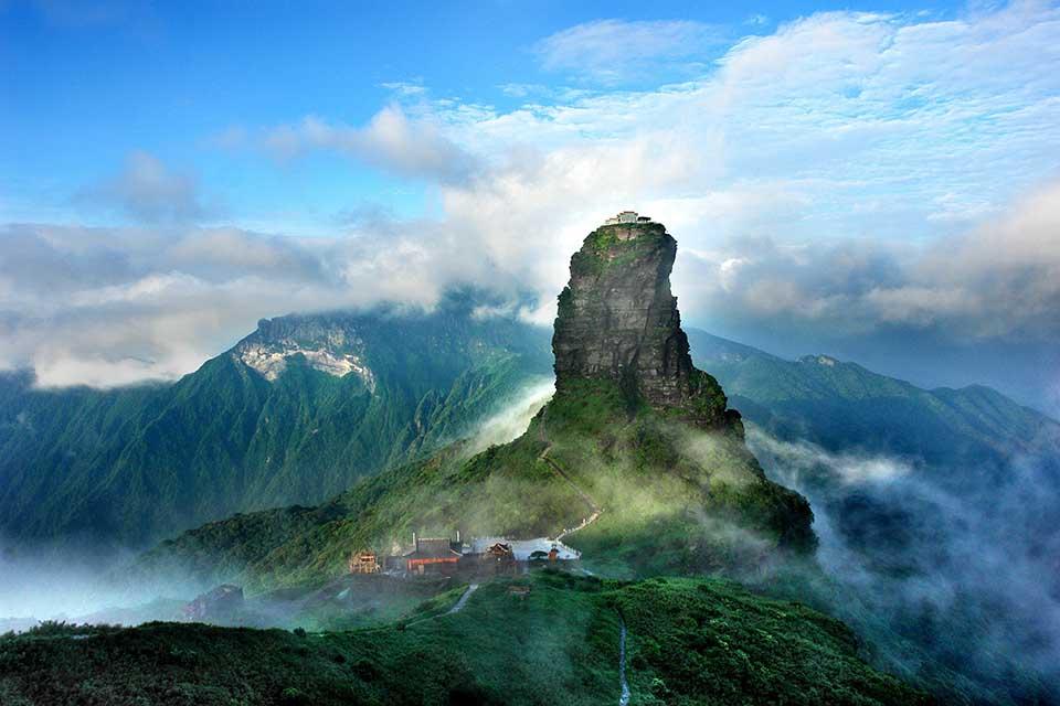 Wie nicht von dieser Welt - der im Wuling gelegene Berg Fanjing beeindruckt durch seine besonderen Felsformationen. Copyright Office of the Leading Group for World Heritage Application of Tongren City