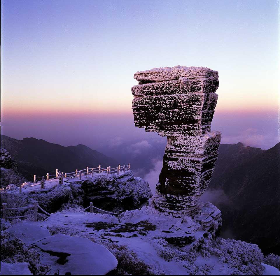 Mogushi oder auch Mushroom Rock - die besonderen Felsformationen sind ein beeindruckendes Naturschauspiel. Copyright School of Karst Science Guizhou Normal University