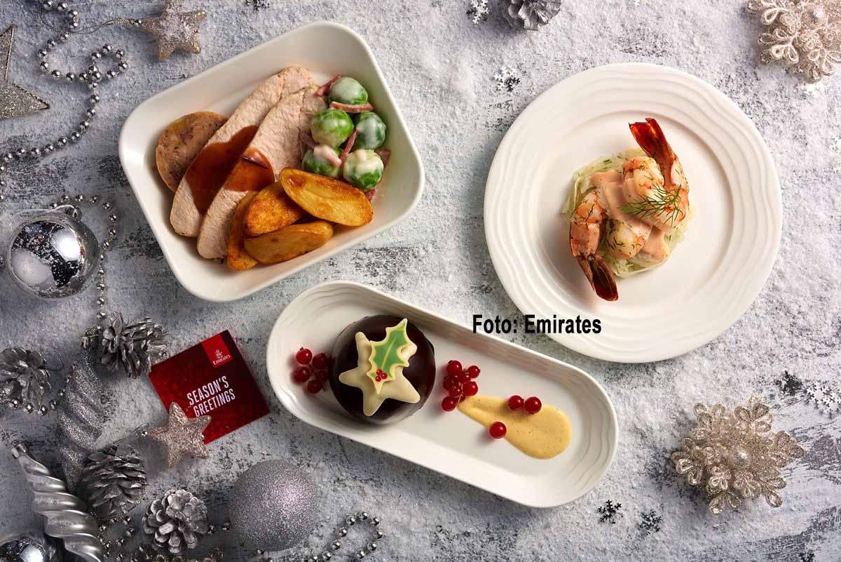 Emirates Weihnachtsmenüs First Class und Business Class . Geröstete Truthahnbrust mit Aprikosenfüllung, Bratkartoffeln mit cremigem Rosenkohl, Truthahnspeck und Preiselbeer Jus Lie. Foto: Emirates