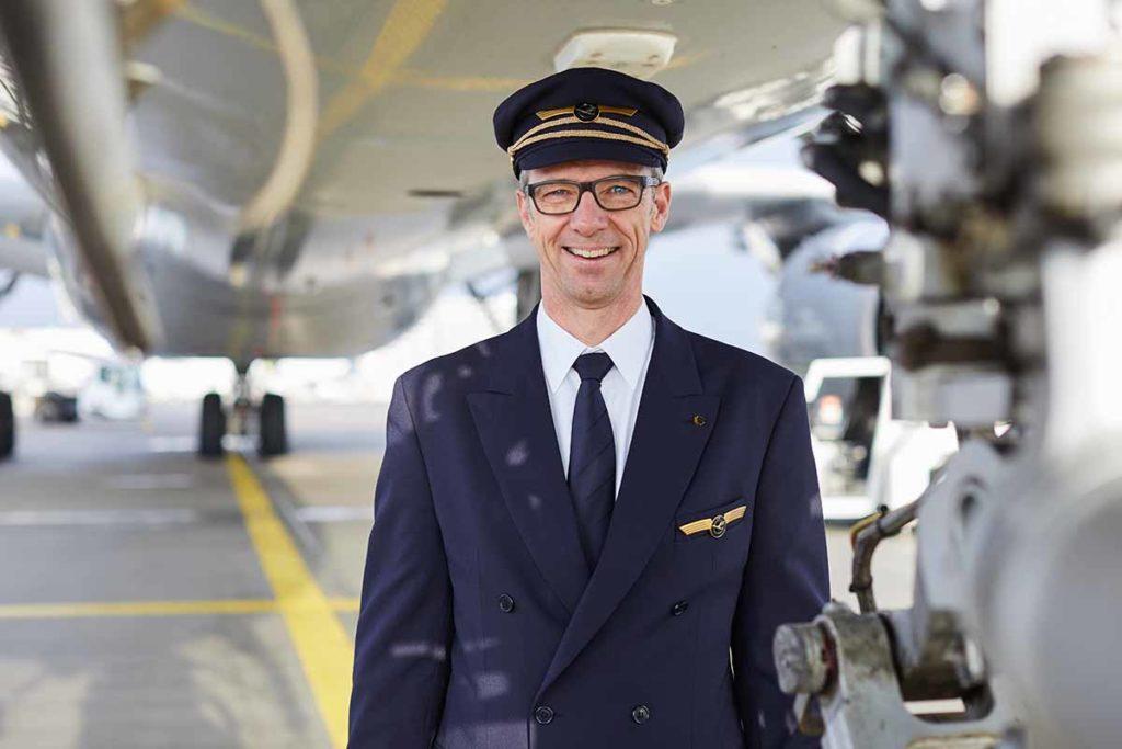 Für Lufthansa fliegen in diesem Jahr neben vielen anderen Kollegen Kapitän Achim Bergmann. Foto: Lufthansa / Oliver Roesler