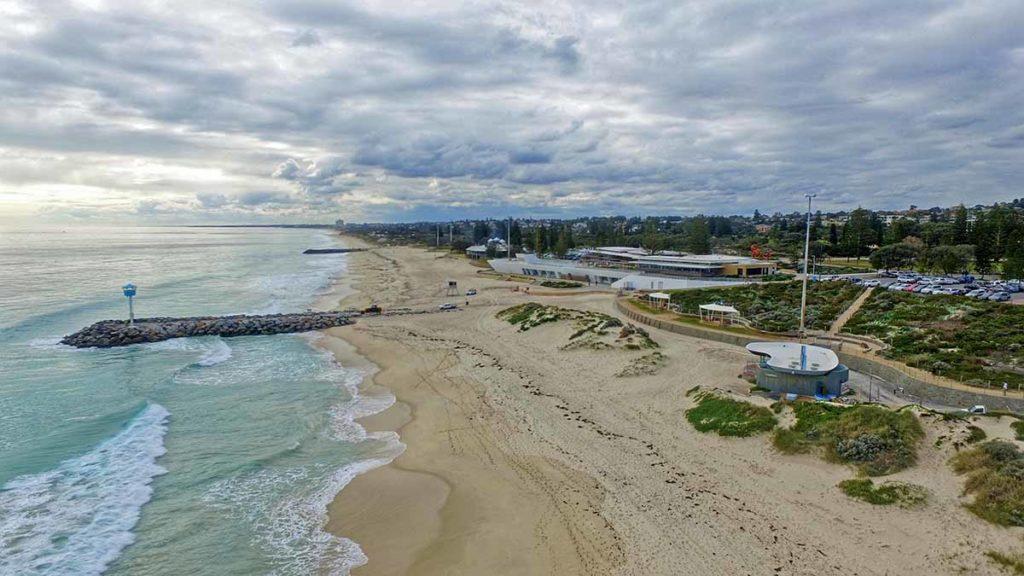 Bei 19 verschiedenen Stränden im Stadtgebiet von Perth ist es ein Leichtes, sein ganz privates Stückchen weißen Sandstrand zu finden, um in aller Ruhe einen der berühmten westaustralischen Sonnenuntergänge zu genießen. Foto: pixabay / epgoldie
