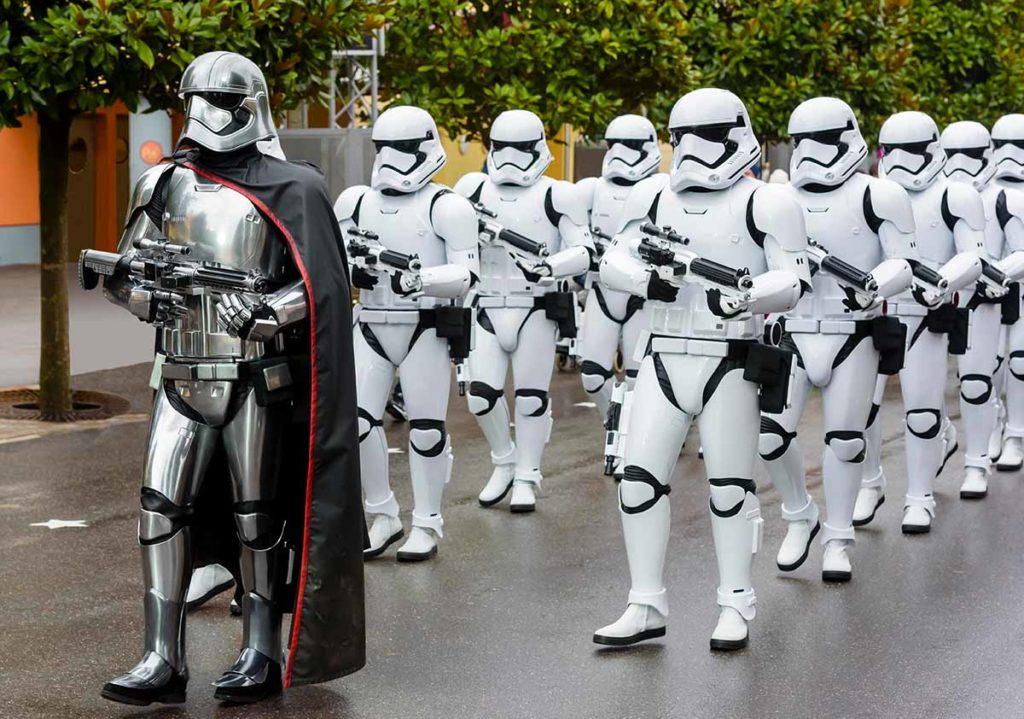 Disneyland Paris. Patrouille der Sturmtruppler auf der Suche nach Rebellen. ©Disney/Pixar & © TM Lucasfilm Ltd.