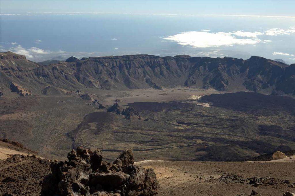 Blick von der oberen Plattform der Seilbahn in rund 3560 Metern Höhe über Teneriffa auf den Ozean. Foto: Ingo Paszkowsky