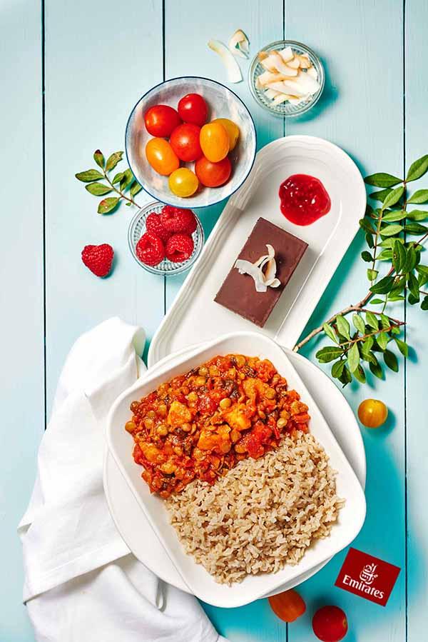 Veganes Menü in der Business Class von Emirates. Foto: Emirates / EATERNAL ZEST