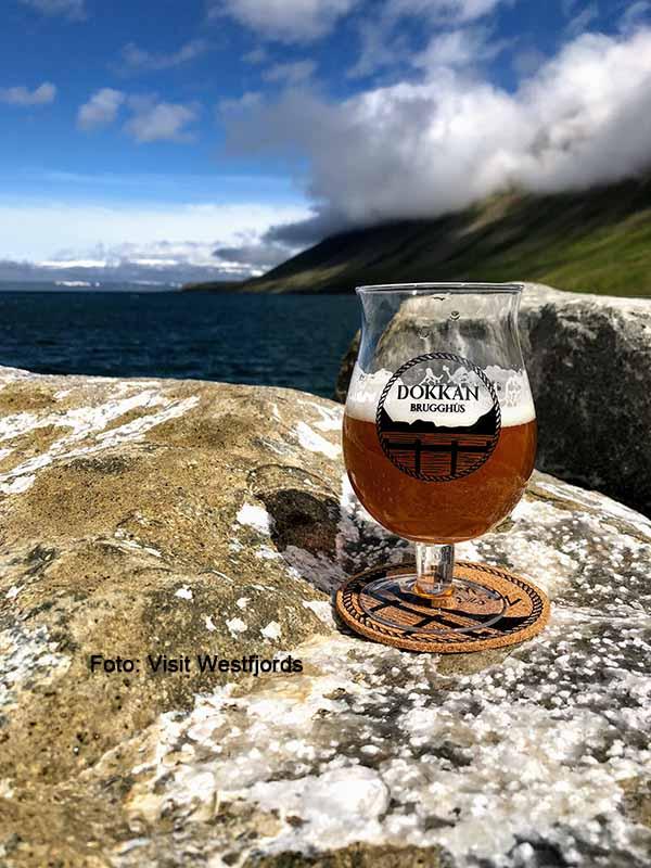 Erst seit 30 Jahren ist Bier trinken wieder erlaubt in Island. Foto: Visit Westfjords