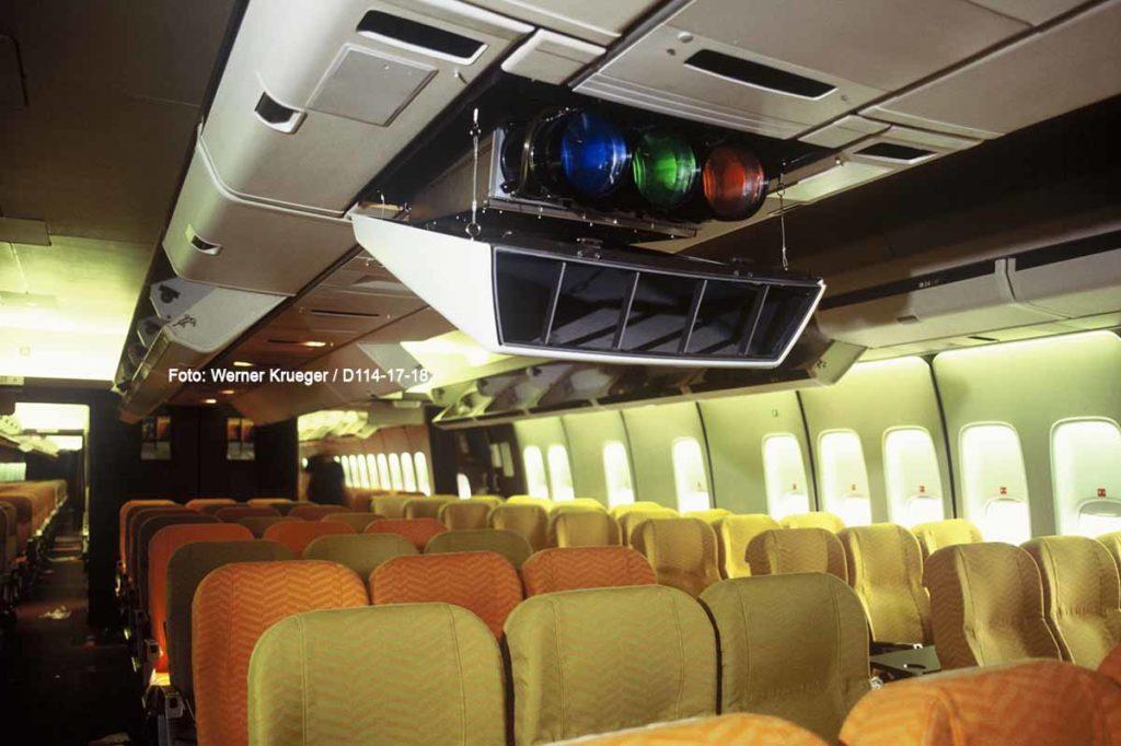 Business Class Kabine einer Lufthansa Boeing 747-200 (1982). Foto: Werner Krueger / D114-17-18