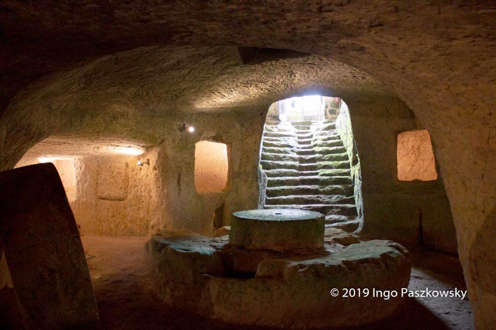 Einige der unterirdischen Ölmühlen sind teilweise wieder rekonstruiert worden und stehen für Besichtigungen zur Verfügung. So auch die Trappitello des Herzogs in Giurdignano, die im Jahr 1518 errichtet wurde und bis zu den vierziger Jahren des 20. Jahrhunderts in Betrieb war. Foto: Ingo Paszkowsky