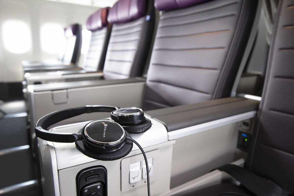 Geräuschreduzierende Kopfhörer. Foto: United Airlines