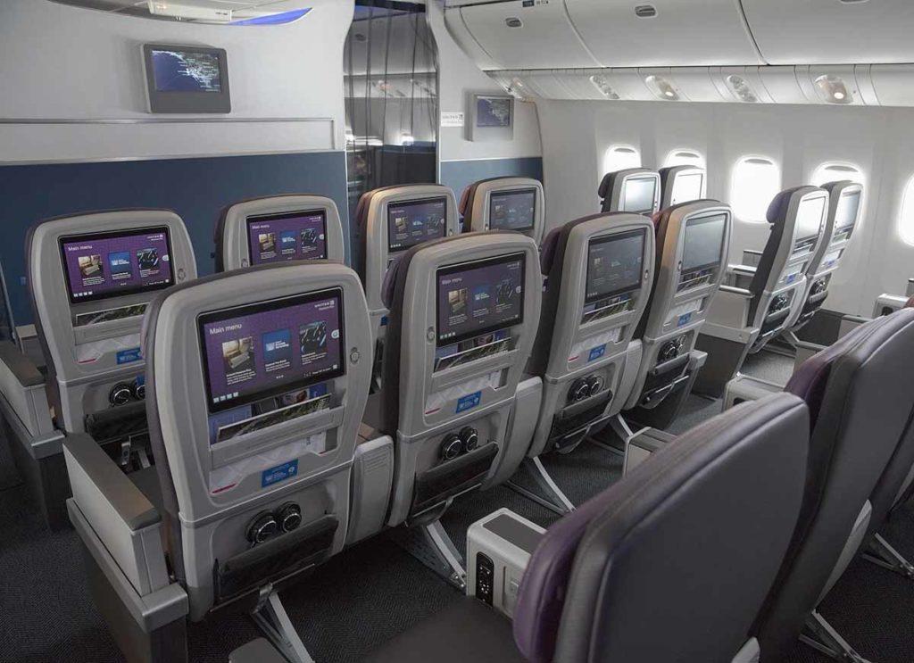 Größerer Bildschirm sowie Strom- und USB-Anschluss an jedem Sitz. Foto: United Airlines