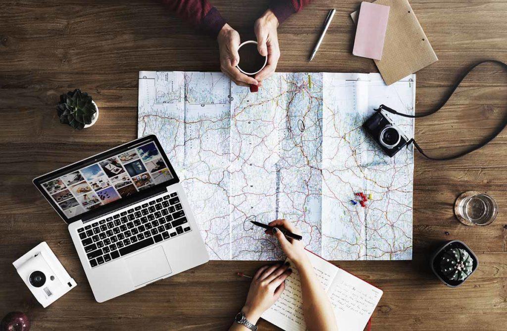 Planen, Reisen und Arbeiten sorgen im Zusammenspiel dafür, dass auch während der Weltreise neue finanzielle Mittel in die Reisekasse fließen. Foto: pixabay / StockSnap