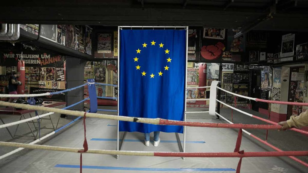 "Europwahl im Boxring des Hamburge Szene-Restaurants ""Zur Ritze"" / © 27 Kilometer Entertainment / Walta Hagos, Leonard Witte"