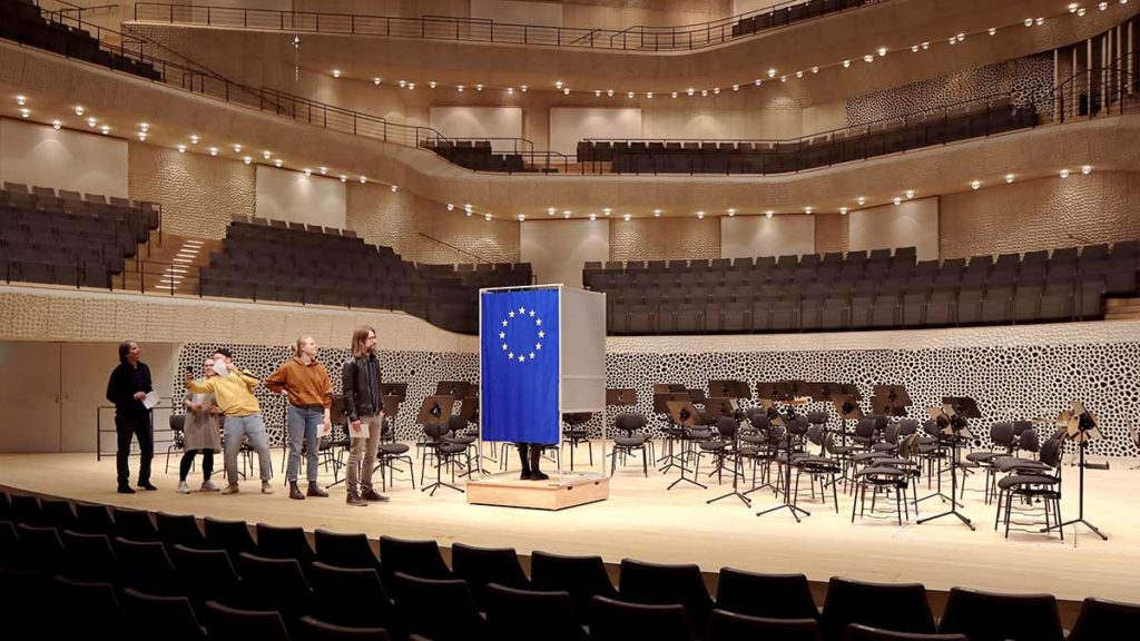 In der Elbphilharmonie für Europa wählen / © Felix Strosetzki