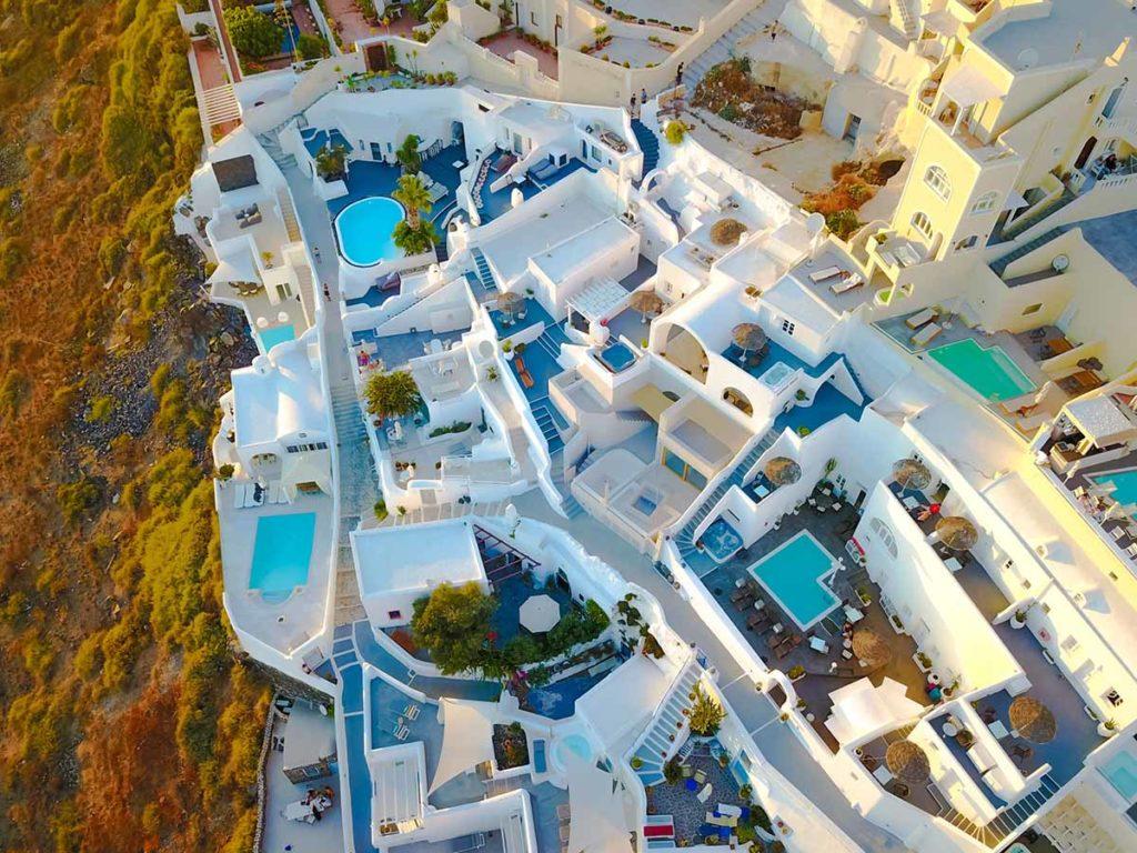 Santorini aus der Vogel- bzw .Drohnensicht. Foto: pixabay / nextvoyage
