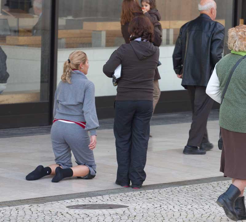 Fatima - auf den Knien Buße tun, aber mit Knieschützern. Foto: Ingo Paszkowsky