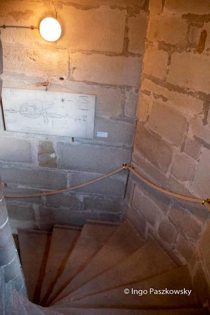 Knapp 150 Stufen müssen bewältig werden, um im Schöffenturm von Luxeuil les Bains auf die Aussichtsplattform zu gelangen
