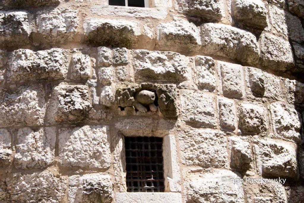 Schloss Montbéliard. Detail in der Turmmauer