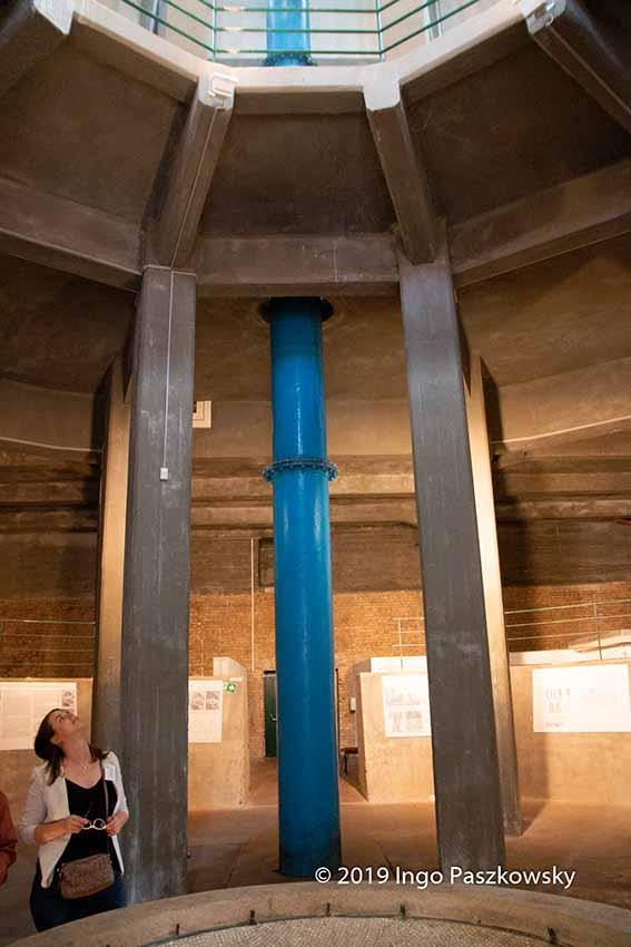 Wasserturm Süd in Halle (Saale). Der Bau wurde 1927 und 1928 errichtet, zu einer Zeit, als das Bauhaus Dessau in voller Blüte stand. / Foto: Ingo Paszkowsky